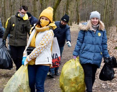 Porządki na święto lasu. Wolontariusze zebrali 30 worków śmieci